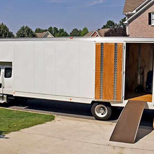 Some Benefits of Using Moving Services
